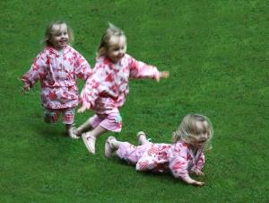 Toddler_running_and_falling